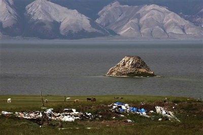 Иркутский фотограф снял мини-фильм о мусоре на Байкале