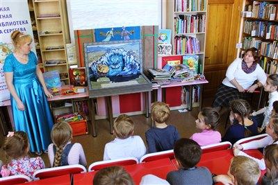 Книгу-театр «Байкал» представили в Иркутской областной детской библиотеке