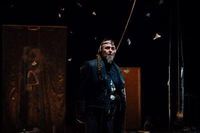 Театр «АХЕ» представит цикл спектаклей «Между двумя» в Санкт-Петербурге